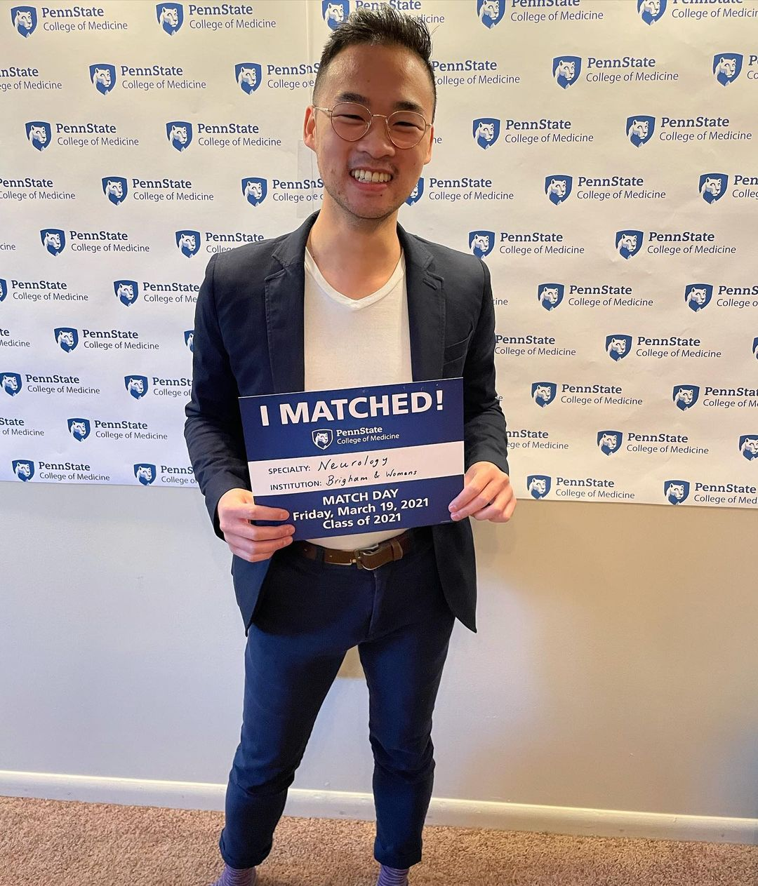 A man holds an I Matched sign for Neurology at Brigham and Women's Hospital.